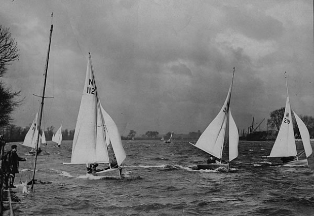 Racing in the days before kicking straps. Note the crew on 112 acting as a makeshift kicker