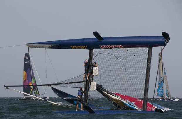 Red Bull Extreme 40 capsizes in Muscat