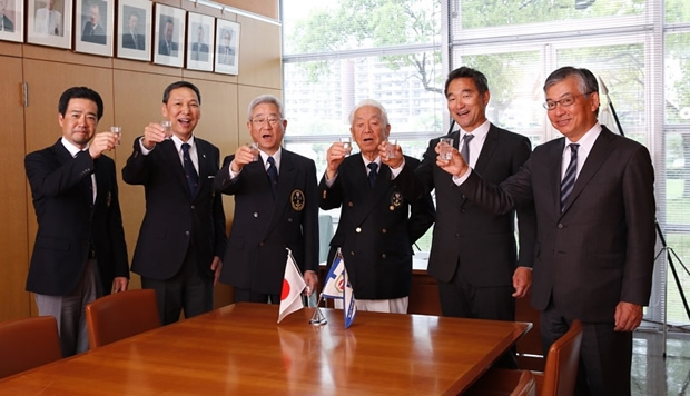 Left to right: Akira Sawada/KYC Director, Masuhiro Banba/KYC Director, Ryota Doi/KYC Vice Commodore, Kou Watanabe/KYC Commodore, Fuku, Makoto Uematsu/JSAF vice president  AC committee director
